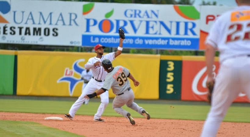 Alberto y Arias guían a Gigantes a fácil triunfo 8-3 sobre Las Águilas