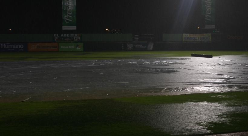 Suspendido por lluvia juego Licey vs Estrellas en SPM