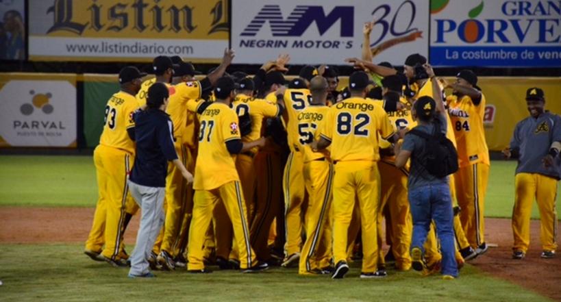 Villar y Pérez guían a las Aguilas a clasificación al todos contra todos tras vencer 5-2 a Los Gigantes