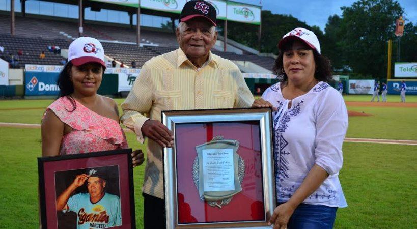 Los Gigantes reconocen a Don Osvaldo Virgil en el Julián Javier