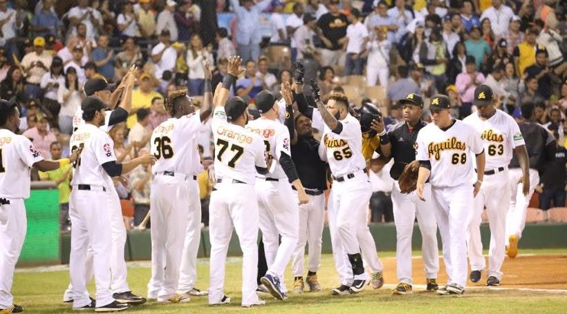 ¡Están Vivas! Ronny Rodríguez saluda y despide Tigres con jonrones