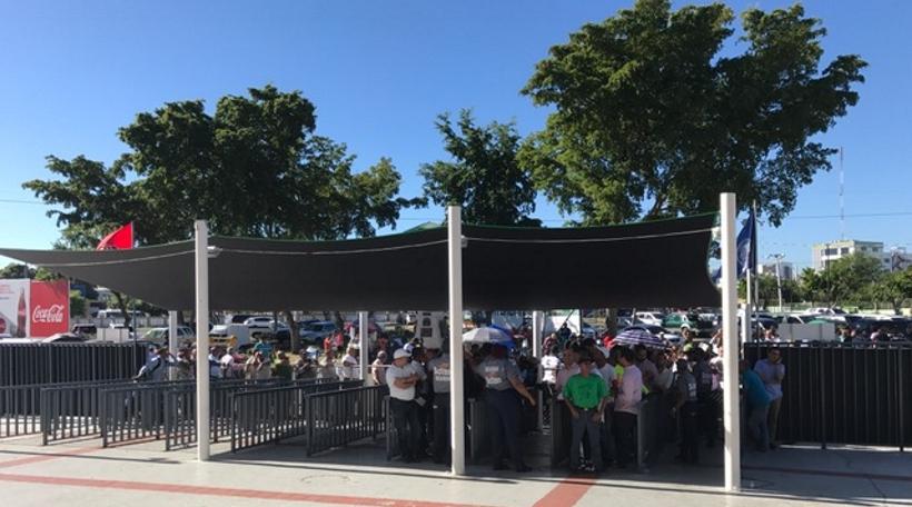 Final Aguilas-Licey desborda pasiones. Fanáticos desbordan estadios buscando boletas