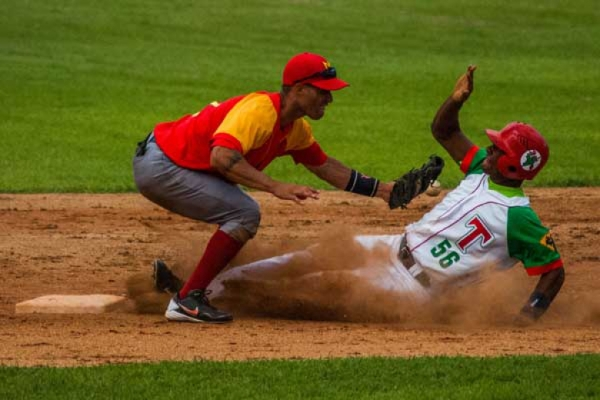 Puntero y sublíder van por barridas en campeonato cubano de béisbol