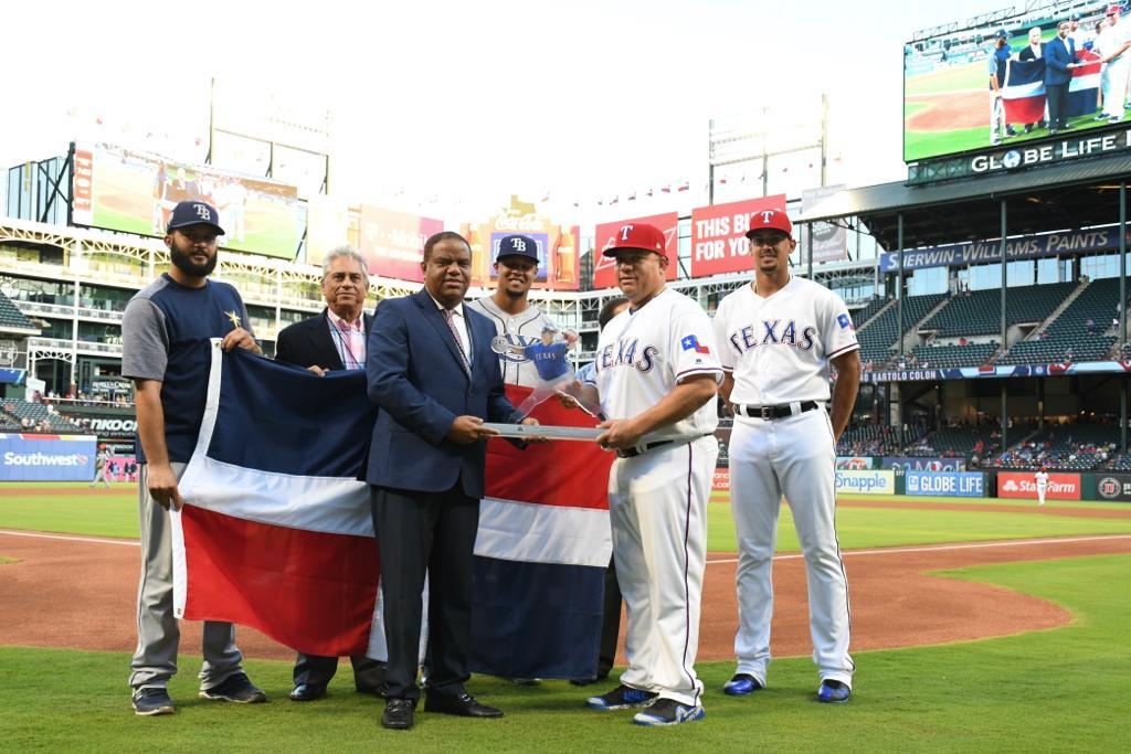 Ministro de Deportes reconoce a Bartolo Colón
