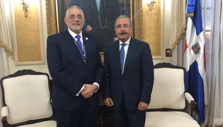 Presidente de Lidom visita al Presidente de la República