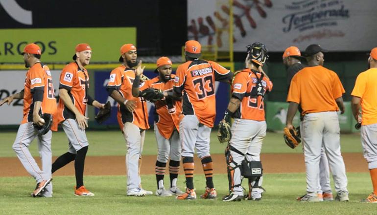 Torneo de béisbol invernal sigue este sábado en la Capital y San Pedro de Macorís