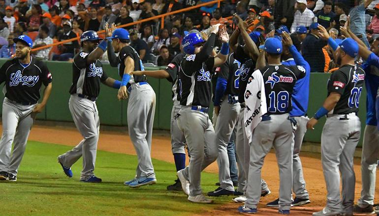 """Tigres dan primer """"zarpazo"""" al masacrar a los Toros 17-2 en inicio Serie Final"""