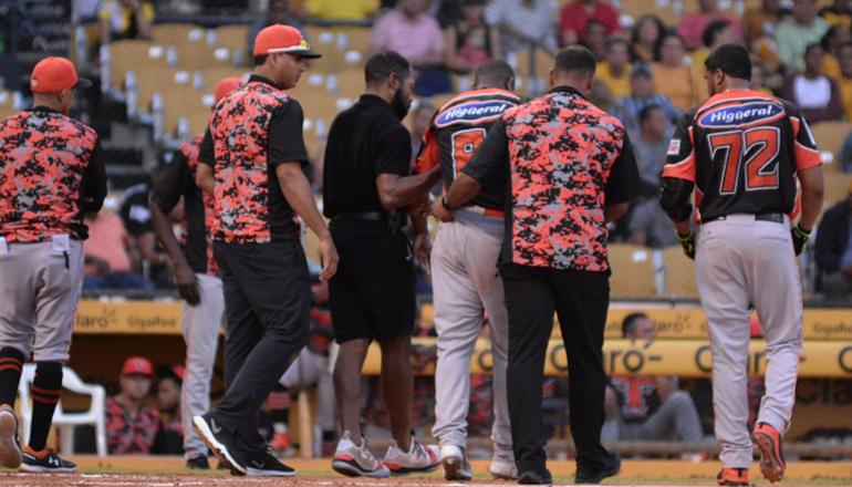 Toros pierden a Yamaico Navarro por lesión en el hombro