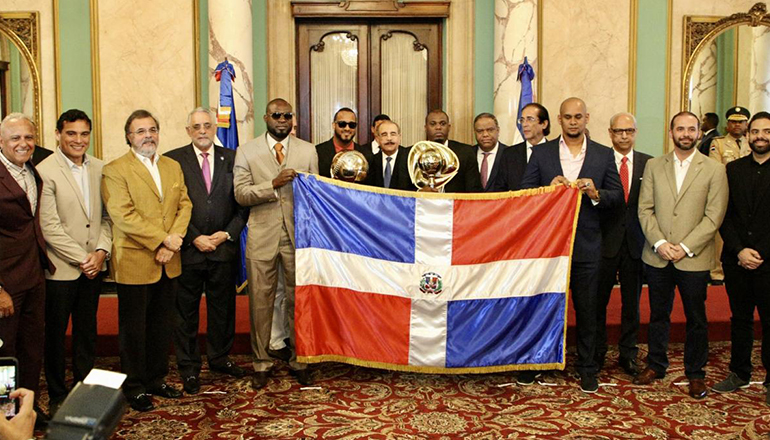 Toros del Este visita el Palacio Nacional tras la corona 20 en Serie del Caribe