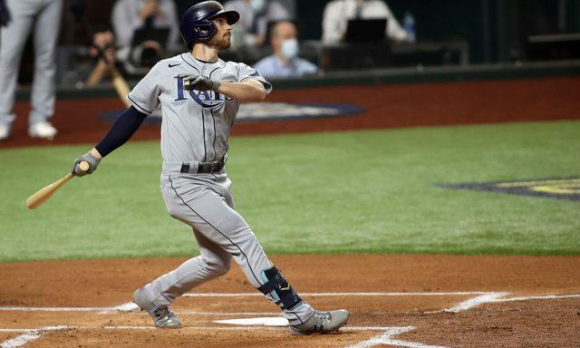 Brandon Lowe pega dos jonrones y Tampa empata Serie Mundial a dos con los Dodgers