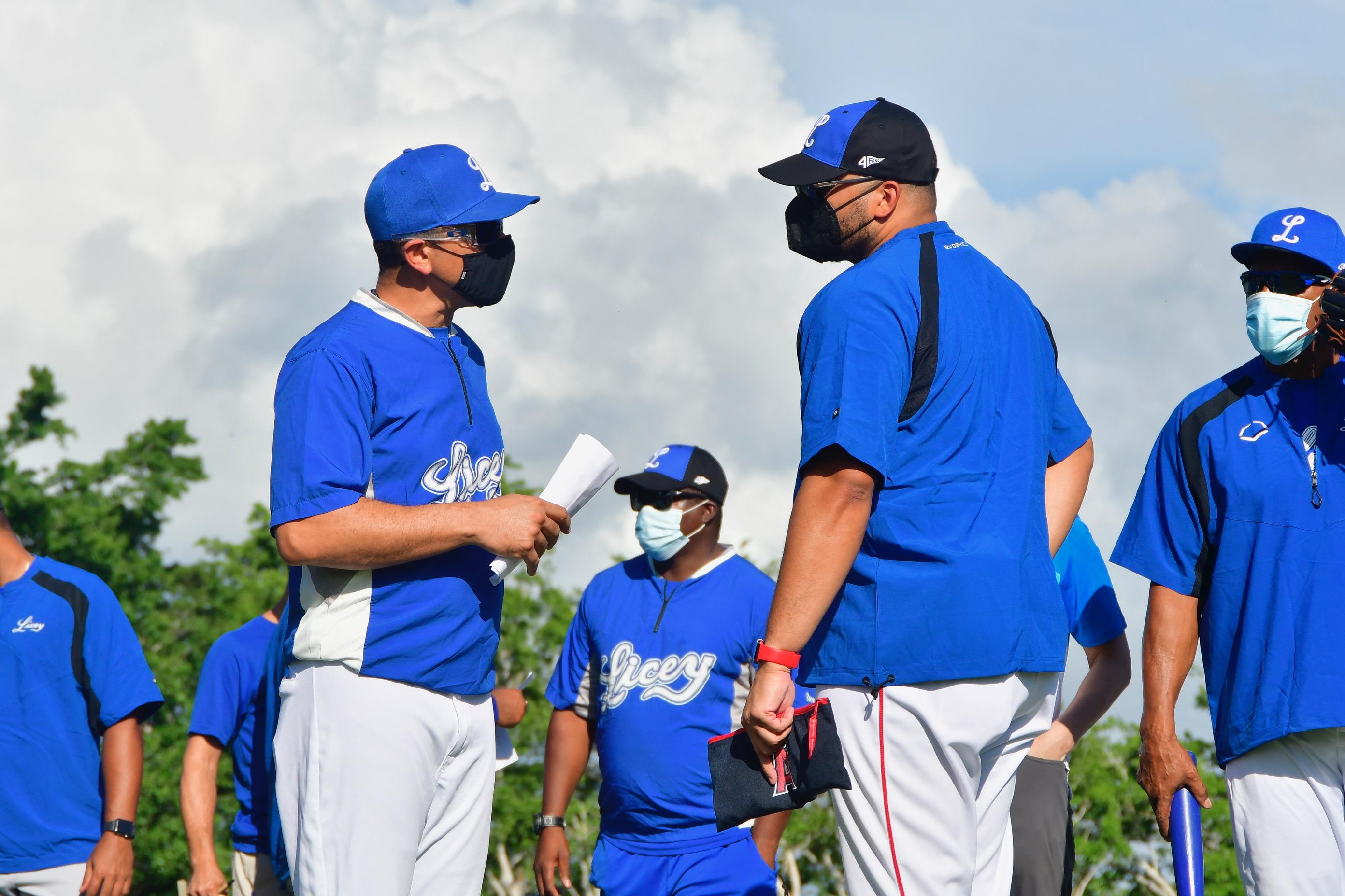 Jairo Cuevas resalta talento de los lanzadores de Licey en el entrenamiento