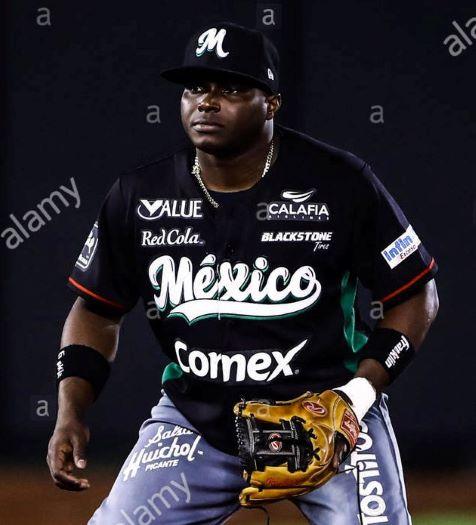 Estrellas contratan cubano Mustelier por Zach Reks