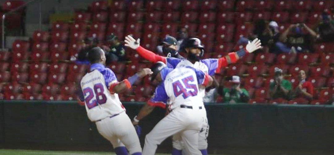 Dramatismo embarga avance disputa título de Águilas; Carlos Paulino el héroe ante Panamá