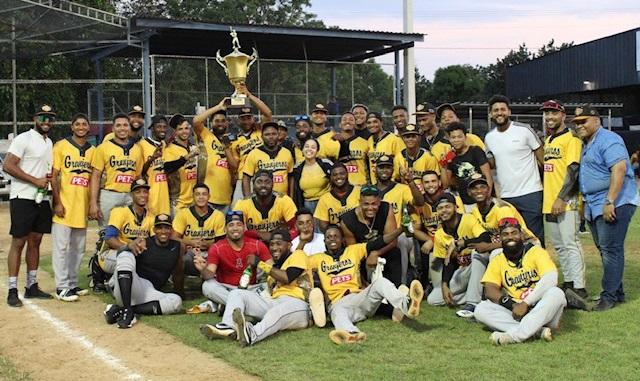 Granjeros de Moca campeones 2021 Liga de Verano de beisbol