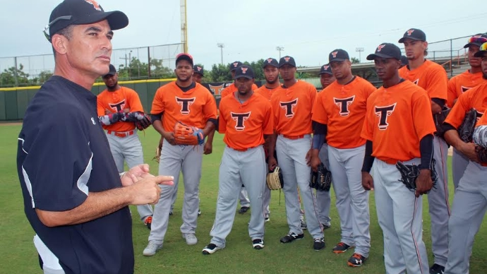 Nuevo dirigente Mike Guerrero tomó las riendas de los entrenamientos de los Toros del Este
