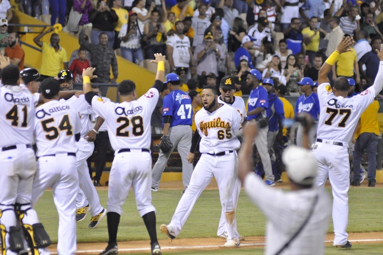 Jonrón de Ronny Rodríguez deja a los Tigres en el terreno
