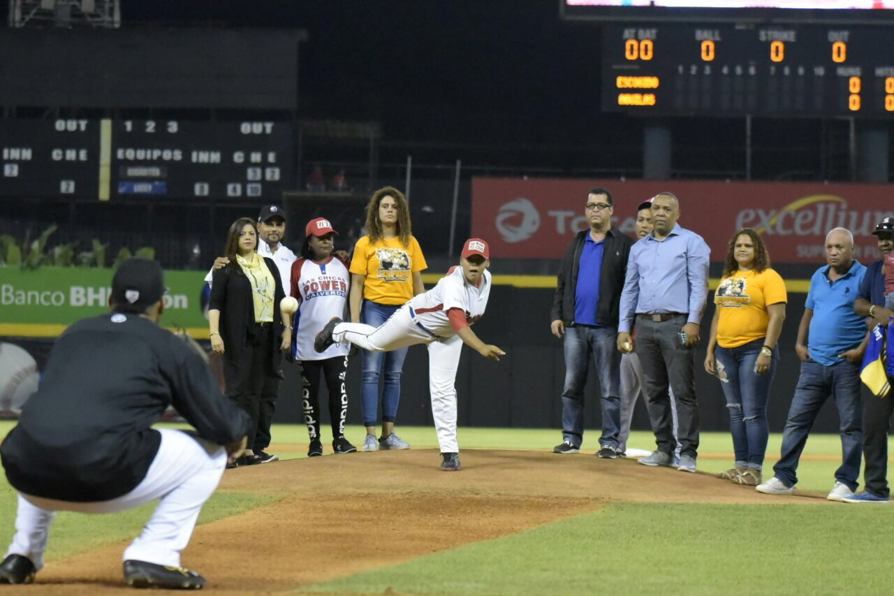 Águilas vencen a los Leones en Santiago