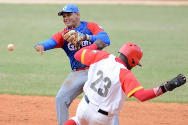 Las Tunas y Matanzas siguen porfía por cima del beisbol cubano