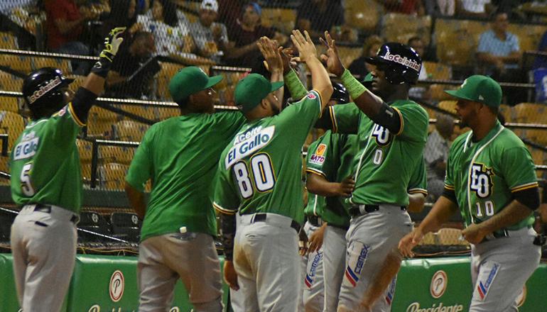 Estrellas doblegan a Tigres 3-2