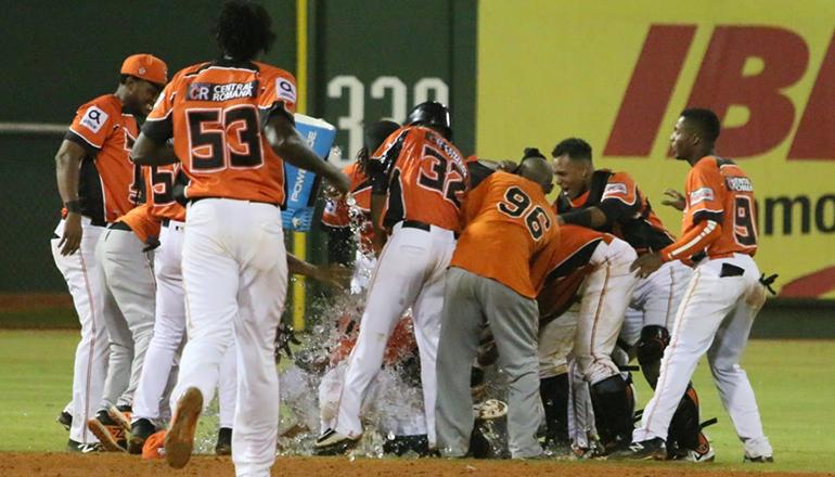 Rubén Sosa se viste de héroe en triunfo de Toros sobre Gigantes