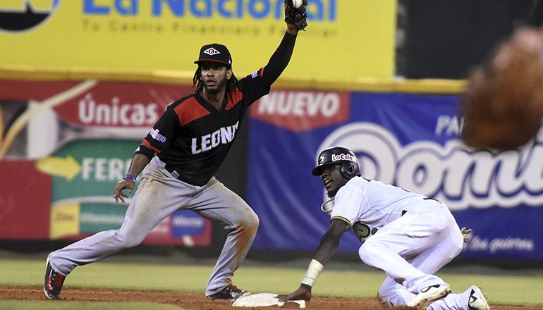 Iván Castillo y Ryan Court conducen victoria de Leones ante Estrellas