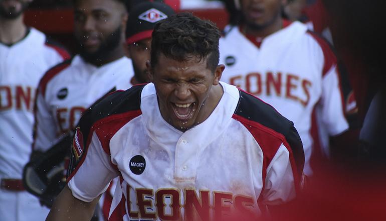 Erick González la saca con dos en bases; Leones consiguen triunfo 13