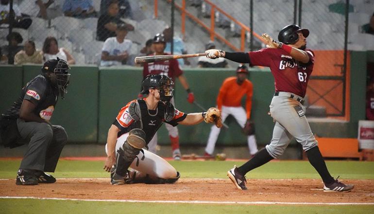 Sierra y Ureña pegan tres hits cada uno y Gigantes vencen a Toros