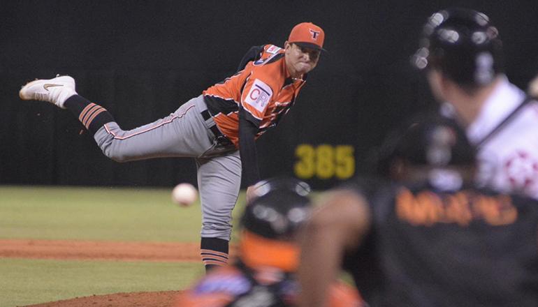 Toros se acercan al primer lugar; Jorge Martínez domina a las Águilas