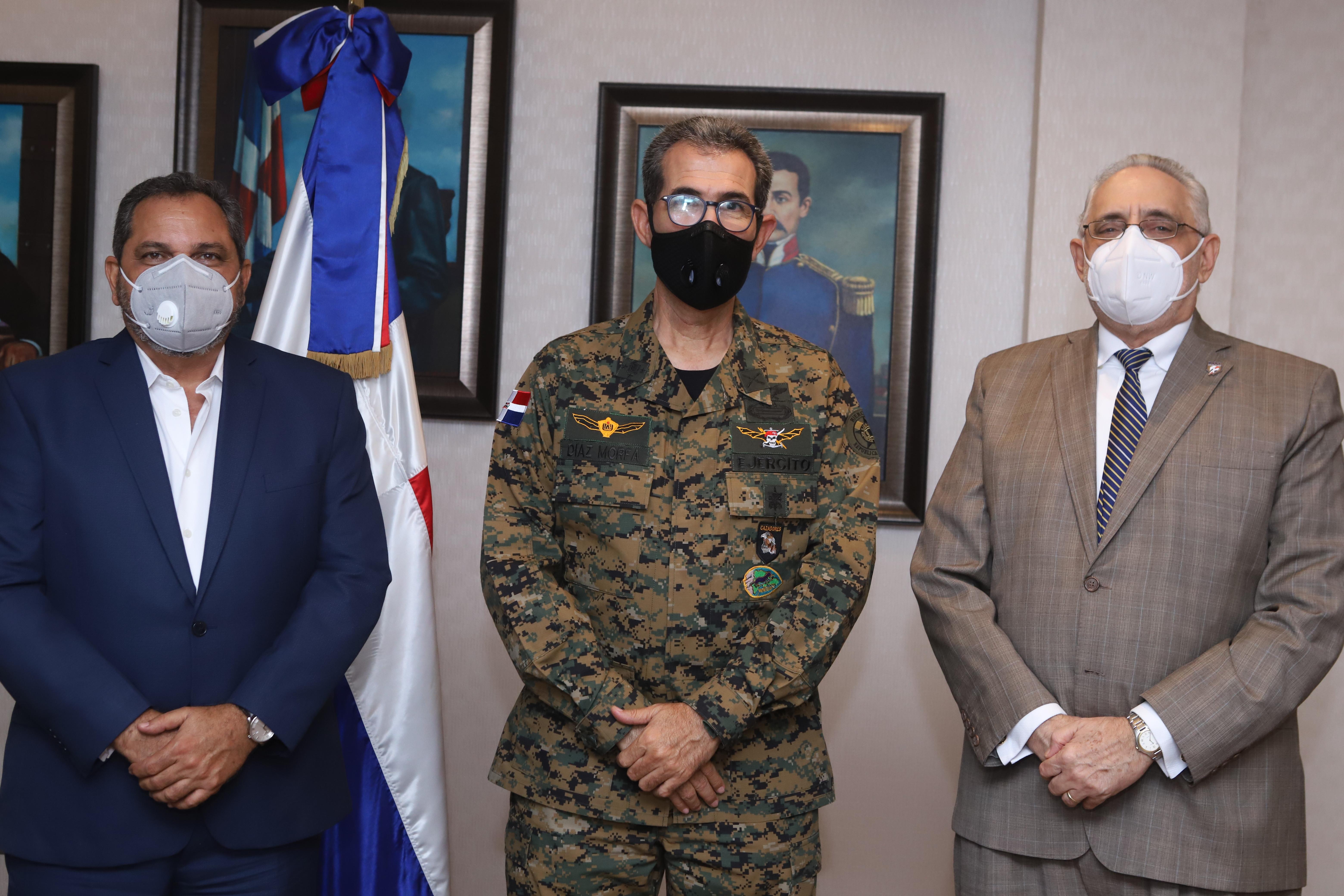 Presidente de Lidom se reúne con Ministro de Defensa y el Comisionado Nacional de Béisbol