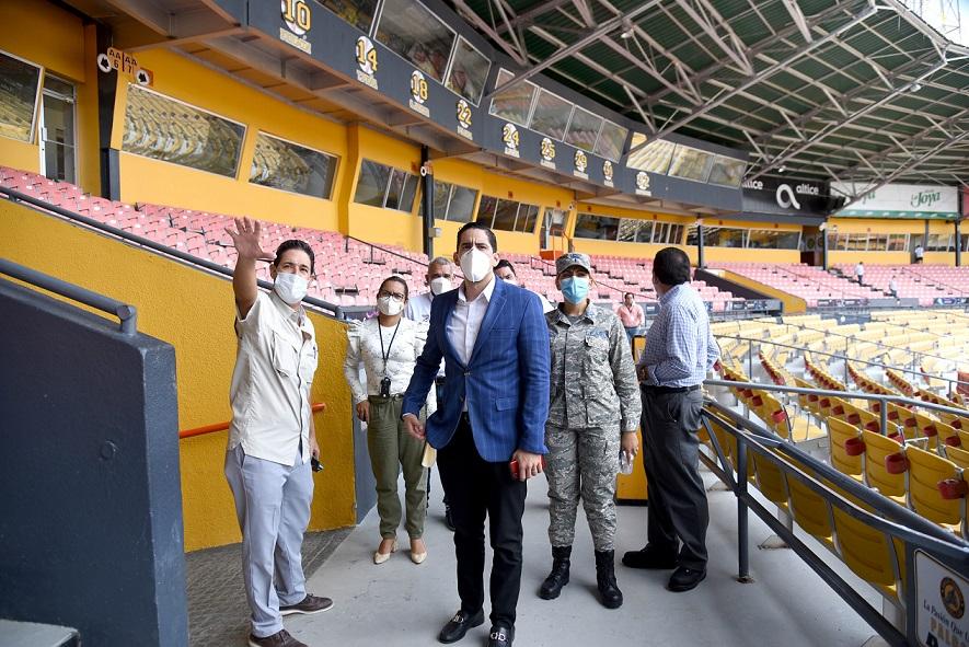 Comisión del Ministerio de Salud Pública y LIDOM inspeccionan el Estadio Cibao