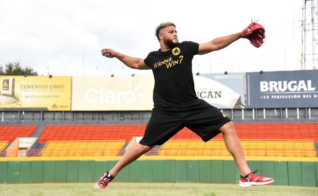 """Junior Fernández: """"Vengo a competir; Yadier Molina me instruyó cómo lanzar con Águilas"""""""
