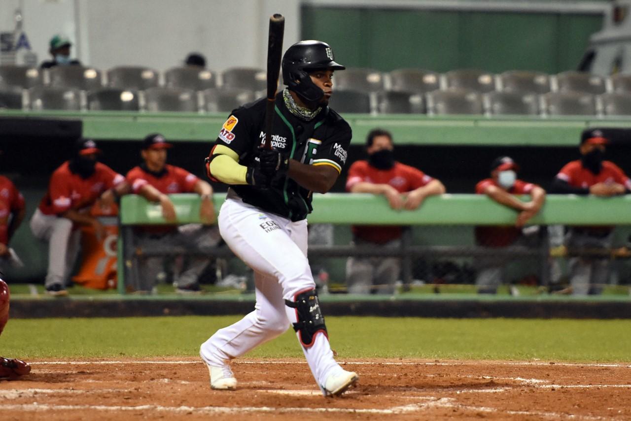 Domingo Leyba pone a brillar a las Estrellas; batea H1 remolcador ante Leones