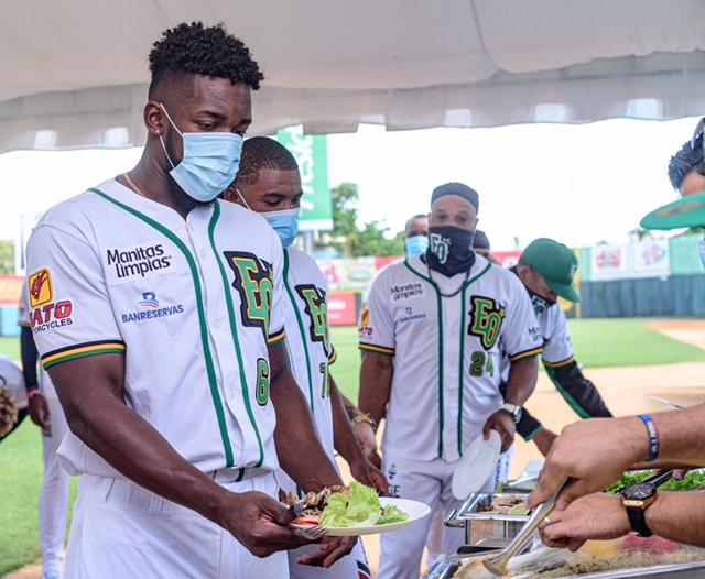 Estrellas despiden temporada con almuerzo para jugadores y empleados