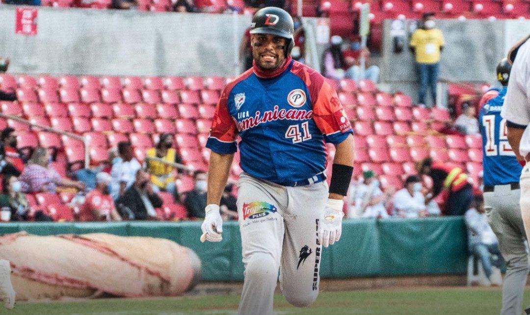 Águilas avanzan a la semifinal al dominar a Panamá en la Serie del Caribe; Van Meter gana